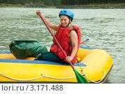Купить «Девушка в спасательном жилете и с веслом в руках  на надувной лодке», фото № 3171488, снято 23 июля 2011 г. (c) Яков Филимонов / Фотобанк Лори