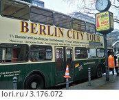 Берлинский туристический автобус . Германия .Берлин. (2011 год). Редакционное фото, фотограф Сергей Шихов / Фотобанк Лори