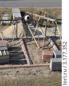 Купить «Строительство гаражей», фото № 3177352, снято 1 октября 2011 г. (c) Литвинова Евгения / Фотобанк Лори