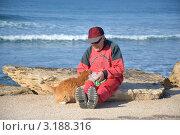 Пожилой мужчина и кошка (2012 год). Редакционное фото, фотограф Любовь Лапухина / Фотобанк Лори