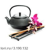 Купить «Черный чайничек и деревянные палочки», фото № 3190132, снято 24 января 2012 г. (c) Наталия Кленова / Фотобанк Лори