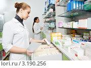 Купить «Девушки-фармацевты у витрин с лекарствами», фото № 3190256, снято 3 февраля 2020 г. (c) Дмитрий Калиновский / Фотобанк Лори