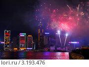 Купить «Праздничный салют над небоскребами в лунный Новый год по восточному календарю. Бухта Виктория. Гонконг», фото № 3193476, снято 24 января 2012 г. (c) Ольга Липунова / Фотобанк Лори