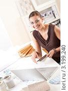 Купить «Счастливая девушка-дизайнер работает с палитрой цветов в офисе», фото № 3199240, снято 16 ноября 2009 г. (c) CandyBox Images / Фотобанк Лори