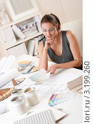 Купить «Красивая девушка-дизайнер интерьера с палитрой цветов за работой», фото № 3199260, снято 16 ноября 2009 г. (c) CandyBox Images / Фотобанк Лори