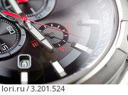 Купить «Циферблат наручных часов крупным планом», фото № 3201524, снято 18 февраля 2020 г. (c) Сергей Дашкевич / Фотобанк Лори