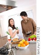 Купить «Счастливая пара вместе на кухне готовит», фото № 3211612, снято 30 марта 2010 г. (c) CandyBox Images / Фотобанк Лори