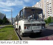 Купить «Автобус ПАЗ», эксклюзивное фото № 3212156, снято 7 июня 2011 г. (c) Володина Ольга / Фотобанк Лори