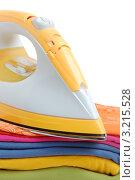 Купить «Желтый утюг на стопке поглаженной одежды», фото № 3215528, снято 4 июля 2009 г. (c) Наталия Евмененко / Фотобанк Лори