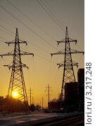 Линии высокого напряжения в городе на закате. Стоковое фото, фотограф Vladimir Shashkin / Фотобанк Лори