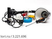 Светильник с отверткой и лампами (2012 год). Редакционное фото, фотограф Игорь Алексеенко / Фотобанк Лори