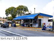 Купить «Небольшая АЗС в Хорватии», эксклюзивное фото № 3223676, снято 18 сентября 2011 г. (c) Голованов Сергей / Фотобанк Лори