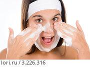Купить «Девушка-подросток умывает лицо с мылом», фото № 3226316, снято 13 ноября 2010 г. (c) CandyBox Images / Фотобанк Лори