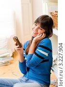 Купить «Счастливая девушка-подросток слушает музыку через mp3-плеер дома», фото № 3227904, снято 6 декабря 2010 г. (c) CandyBox Images / Фотобанк Лори