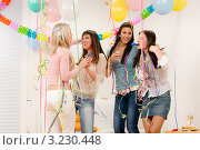 Купить «Четыре веселые девушки празднуют  день рождения в украшенном помещении», фото № 3230448, снято 29 января 2011 г. (c) CandyBox Images / Фотобанк Лори