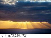 Купить «Закат над океаном», фото № 3230472, снято 26 декабря 2011 г. (c) Виктория Катьянова / Фотобанк Лори