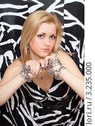 Купить «Красивая блондинка в черно-белом платье с цепями на руках», фото № 3235000, снято 9 марта 2010 г. (c) Сергей Сухоруков / Фотобанк Лори