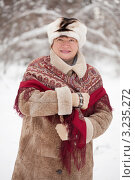 Купить «Портрет пожилой женщины в зимней одежде с платком в парке», фото № 3235272, снято 19 февраля 2011 г. (c) Яков Филимонов / Фотобанк Лори
