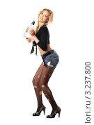 Купить «Молодая девушка с бутылкой алкоголя», фото № 3237800, снято 3 февраля 2010 г. (c) Сергей Сухоруков / Фотобанк Лори