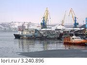 Купить «В Мурманском порту», фото № 3240896, снято 25 марта 2009 г. (c) Parmenov Pavel / Фотобанк Лори