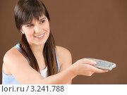 Купить «Длинноволосая девушка с челкой переключает пультом каналы», фото № 3241788, снято 8 марта 2011 г. (c) CandyBox Images / Фотобанк Лори