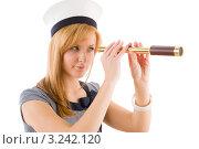 Купить «Молодая женщина смотрит в подзорную трубу, одежда в морском стиле», фото № 3242120, снято 17 марта 2011 г. (c) CandyBox Images / Фотобанк Лори