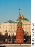 Купить «Водовзводная башня Московского Кремля на фоне Большого Кремлевского дворца», фото № 3243108, снято 29 января 2012 г. (c) Зобков Георгий / Фотобанк Лори