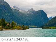 Купить «Озеро в горах», фото № 3243180, снято 14 августа 2011 г. (c) Юлия Бабкина / Фотобанк Лори