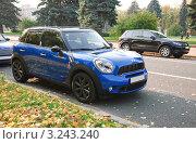 Купить «Автомобиль Mini Cooper (Мини-Купер)», эксклюзивное фото № 3243240, снято 8 октября 2011 г. (c) Алёшина Оксана / Фотобанк Лори