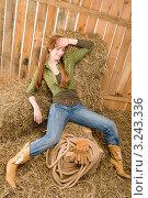 Купить «Молодая женщина в ковбойской одежде отдыхает в сарае на сене», фото № 3243336, снято 30 марта 2011 г. (c) CandyBox Images / Фотобанк Лори