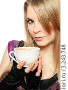 Купить «Молодая блондинка держит в руках кружку», фото № 3243748, снято 21 февраля 2010 г. (c) Сергей Сухоруков / Фотобанк Лори