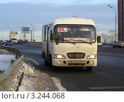 """Купить «Москва. Щелковское шоссе. Автобус """"Балашиха - 2""""», эксклюзивное фото № 3244068, снято 6 февраля 2012 г. (c) lana1501 / Фотобанк Лори"""