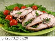 Купить «Рыба копченая с овощами на блюде», фото № 3245620, снято 12 февраля 2012 г. (c) Natalya Sidorova / Фотобанк Лори