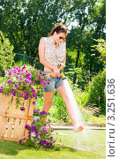 Купить «Веселая девушка поливает цветы в саду из шланга», фото № 3251636, снято 27 июня 2011 г. (c) CandyBox Images / Фотобанк Лори