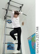 Купить «Девочка дома занимается спортом», фото № 3257144, снято 2 февраля 2012 г. (c) Михаил Иванов / Фотобанк Лори