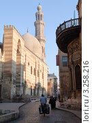 Купить «Средневековая мечеть и медресе султана Аль-Насра Мохаммеда ибн Калавуна на улице Аль-Моез в центре Каира, Египет», фото № 3258216, снято 21 января 2012 г. (c) Николай Винокуров / Фотобанк Лори