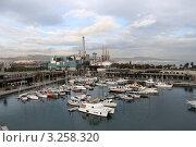 Корабли на причале в порту Испания Барселона (2011 год). Редакционное фото, фотограф Ирина Батюта / Фотобанк Лори