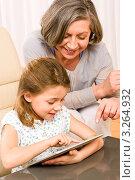 Купить «Портрет внучки и бабушки с планшетом», фото № 3264932, снято 10 января 2012 г. (c) CandyBox Images / Фотобанк Лори