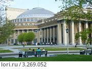 Купить «Новосибирский государственный академический театр оперы и балета – символ города», фото № 3269052, снято 11 мая 2011 г. (c) Павел Просветов / Фотобанк Лори