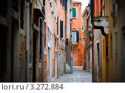 Узкая улица в Венеции (2010 год). Стоковое фото, фотограф Sergey Borisov / Фотобанк Лори