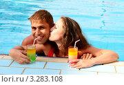 Купить «Влюблённые отдыхают в бассейне», фото № 3283108, снято 15 февраля 2012 г. (c) Насыров Руслан / Фотобанк Лори