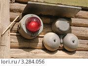 Купить «Свето-шумовая сигнализация в окопе в музее военной техники на Поклонной горе», эксклюзивное фото № 3284056, снято 19 июня 2010 г. (c) Алёшина Оксана / Фотобанк Лори