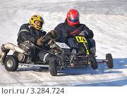 Столкновение двух гонщиков на картах (2012 год). Редакционное фото, фотограф Валерий Семикин / Фотобанк Лори