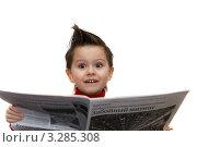 Мальчик с газетой (2012 год). Редакционное фото, фотограф юлия юрочка / Фотобанк Лори