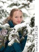 Купить «Молодая девушка в заснеженном еловом лесу», фото № 3287624, снято 25 февраля 2012 г. (c) Володина Ольга / Фотобанк Лори