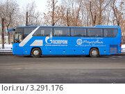 Купить «Корпоративный комфортабельный автобус в центре Москвы», фото № 3291176, снято 20 февраля 2012 г. (c) Абрамов Роман Николаевич / Фотобанк Лори