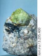 Купить «Минерал апатит», фото № 3295400, снято 19 августа 2011 г. (c) Morgenstjerne / Фотобанк Лори