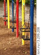 Купить «Старые детские качели на цепях», фото № 3299208, снято 12 июня 2010 г. (c) Losevsky Pavel / Фотобанк Лори