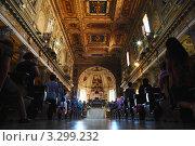 Купить «Прихожане на-Сан-Мартино. Сан Мартино один из самых древних базилики в Риме, был впервые построен в III веке», фото № 3299232, снято 22 апреля 2019 г. (c) Losevsky Pavel / Фотобанк Лори