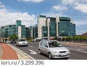 Купить «Городской пейзаж, автомобили на мосту Matt Talbot, Международный финансовый центр, Дублин», фото № 3299396, снято 12 июня 2010 г. (c) Losevsky Pavel / Фотобанк Лори